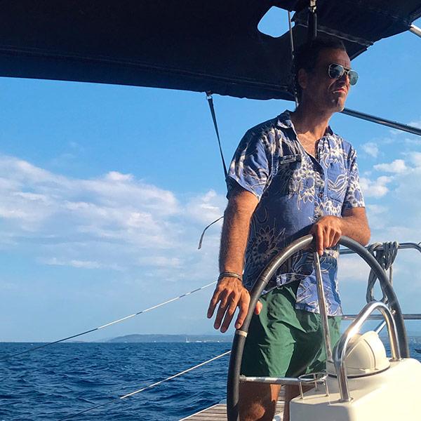 Homme qui navigue